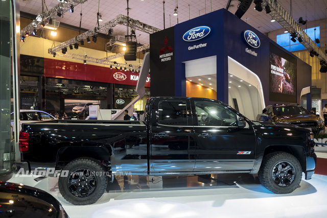 Cận cảnh chi tiết Chevrolet Silverado 2017 từ ngoại thất đến nội thất 2