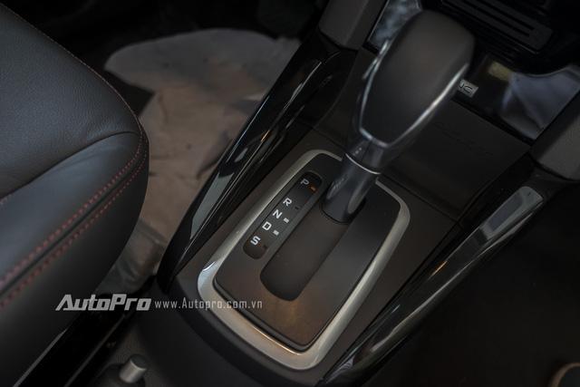Xe vẫn được trang bị hộp số tự động 6 cấp ly hợp kép. Mức giá mà Ford Việt Nam đưa ra cho Ecosport Black Edition là 664 triệu đồng. Tuy nhiên, hiện xe đang được ưu đãi giá còn 654 triệu đồng. Mức giá này cao hơn 6 triệu đồng so với Ford Ecosport Titanium tiêu chuẩn.