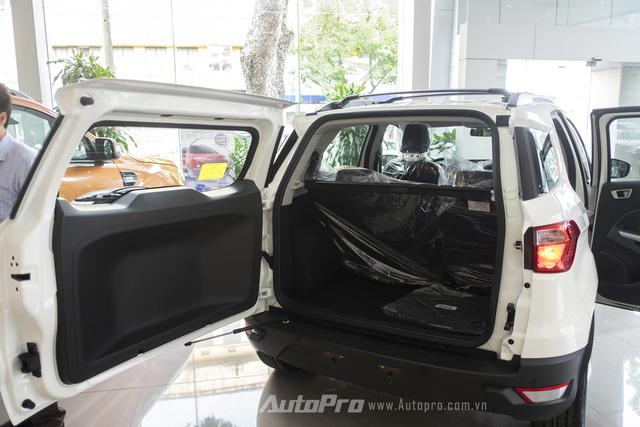 Khoang hành lý của Ford Ecosport có thể đạt tới thể tích 705 lít nếu gập hàng ghế thứ 2 xuống.