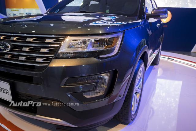 Về thiết kế, Ford Explorer 2016 được trang bị đèn pha dạng LED.