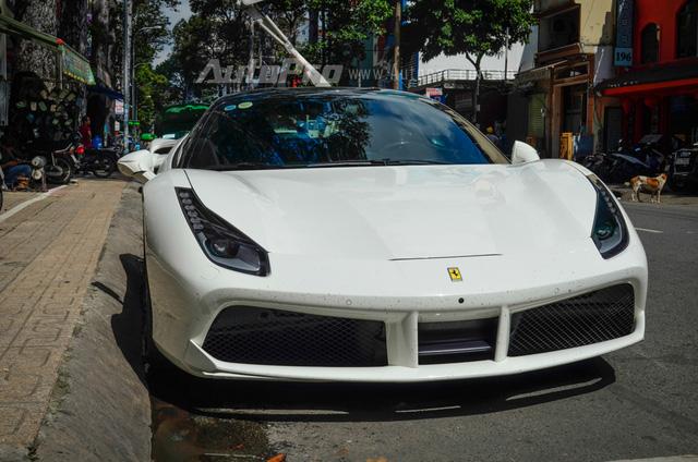 Kết hợp cùng hộp số ly hợp kép 7 tốc độ, siêu ngựa mất khoảng 3 giây để tăng tốc từ 0-100 km/h trước khi đạt vận tốc tối đa 330 km/h. Tại thị trường Việt Nam, Ferrari 488 GTB có giá bán dao động từ 14 đến 16 tỷ Đồng.