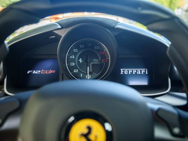 Toàn bộ sức mạnh được truyền tới bánh thông qua hộp số F1 DCT nâng cấp, nhờ những thay đổi kể trên, Ferrari F12tdf tăng tốc từ 0-100 km/h chỉ trong 2,9 giây trước khi đạt vận tốc tối đa 340 km/h. Các tay lái thử của hãng Ferrari đã hoàn thành một vòng đua Fiorano trong thời gian chỉ 1 phút 21 giây cùng với F12tdf mới.