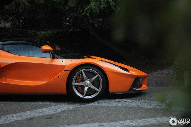 Siêu ngựa triệu USD Ferrari LaFerrari màu độc xuất hiện tại Đức - Ảnh 4.