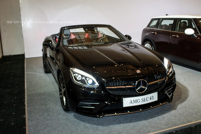 Sau màn ra mắt tại triển lãm Detroit 2016 diễn ra vào tháng 1, đến nay, mẫu xe mui trần thể thao Mercedes-Benz SLC 2017 đã được đưa về nước và sẽ trình làng trước các khách hàng Việt tại triển lãm ô tô quốc tế Việt Nam 2016 (VIMS).