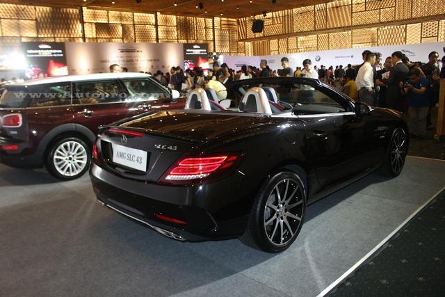 Theo đó, Mercedes-Benz SLC 2017 đầu tiên xuất hiện tại Việt Nam thuộc bản SLC 43 đi kèm body kit AMG thể thao. Mức giá bán được tiết lộ vào khoảng 3,6 tỷ Đồng.