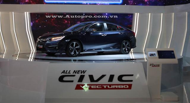 Tâm điểm là mẫu Honda Civic 2016.