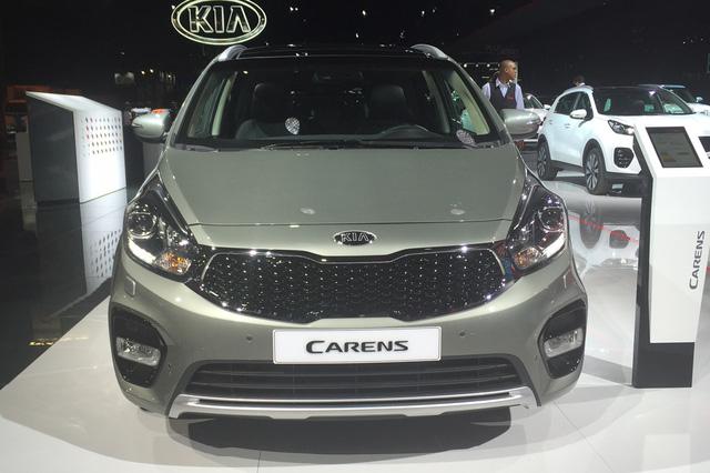 Kia Carens là mẫu xe đa dụng cỡ nhỏ đã lần đầu tiên được tung ra thị trường vào năm 1999. Hiện Kia Carens đã bước sang thế hệ thứ ba và có tên gọi khác là Rondo tại một số thị trường như Việt Nam.