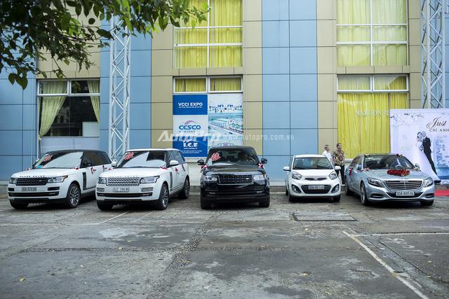 Dàn xe đón dâu của kiện tướng Chí Anh gồm một xe Mercedes-Benz S500 và 3 xe Range Rover.
