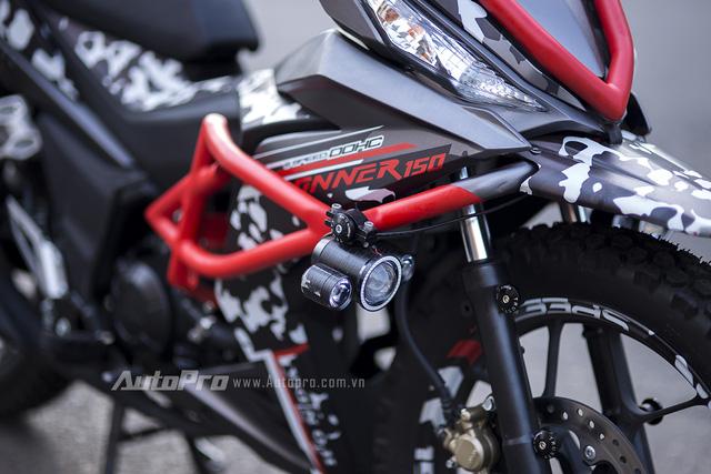Đèn bi dạng LED được trang bị thêm trên Honda Winner 150.