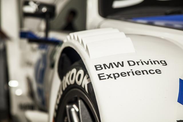 Cận cảnh xe đua BMW M4 DTM sẽ xuất hiện tại VIMS 2016 - Ảnh 5.