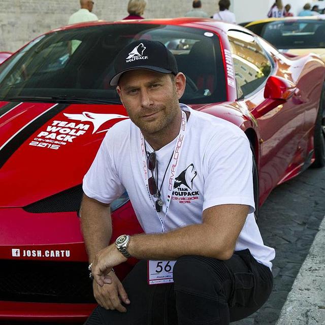 Chân dung Josh Cartu, tay lái thử siêu xe Ferrari chuyên nghiệp.