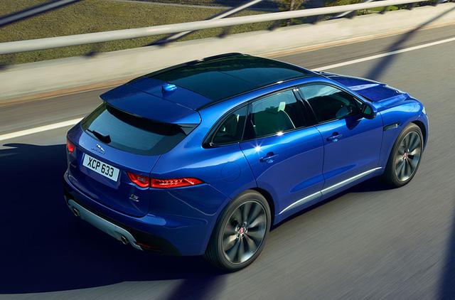 Jaguar F-Pace sắp ra mắt các khách hàng Việt được trang bị động cơ V6, dung tích 3.0 lít, sản sinh công suất tối đa 340 mã lực và mô-men xoắn cực đại 450 Nm. Kết hợp cùng hộp số tự động 8 cấp và hệ dẫn động 4 bánh toàn thời gian, F-Pace mất khoảng 5,8 giây để tăng tốc lên 100 km/h từ vị trí xuất phát trước khi đạt vận tốc tối đa 250 km/h.