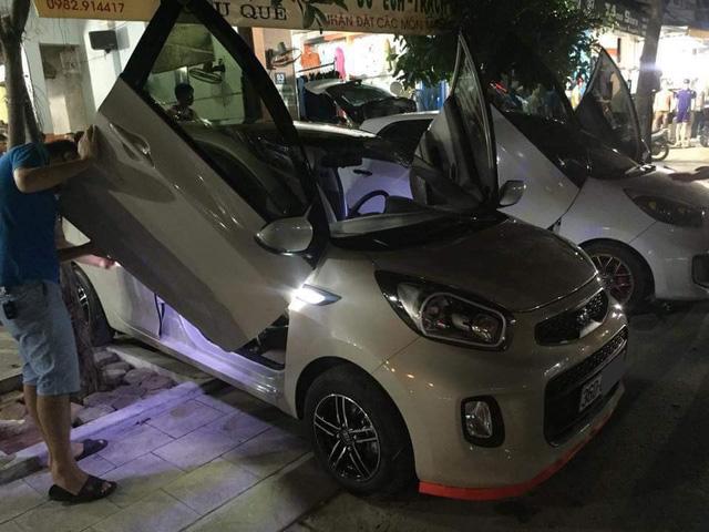 ' Bộ đôi Kia Morning độ cửa cắt kéo Lamborghini tại Thanh Hóa khoe dáng cùng nhau. '