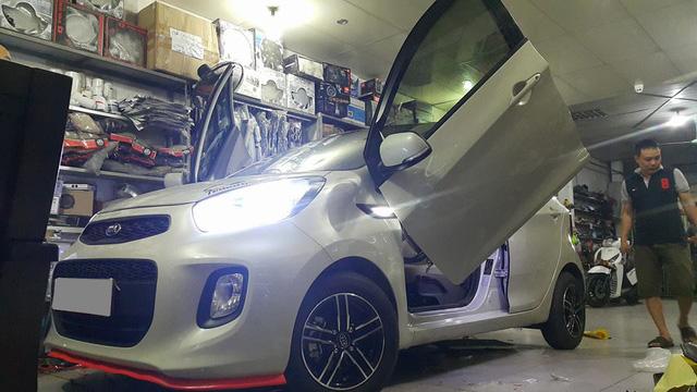 ' Chiếc Kia Morning thứ 2 tại Thanh Hóa được độ bộ cửa cắt kéo Lamborghini. Ảnh: Tuấn An. '