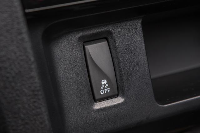 Nút tắt các hệ thống hỗ trợ điện tử của Lada XRay