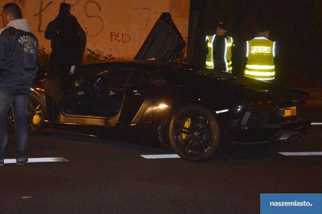 Sau đó, Małgorzata Marczak, cảnh sát trưởng thành phố Włocławku, cho biết chiếc Lamborghini Aventador LP700-4 này từng bị đánh cắp tại Đức và chưa rõ lý do vì sao siêu bò lại xuất hiện tại đây.