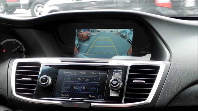Camera chiếu hậu rất được lòng người dùng ô tô. Ảnh minh họa
