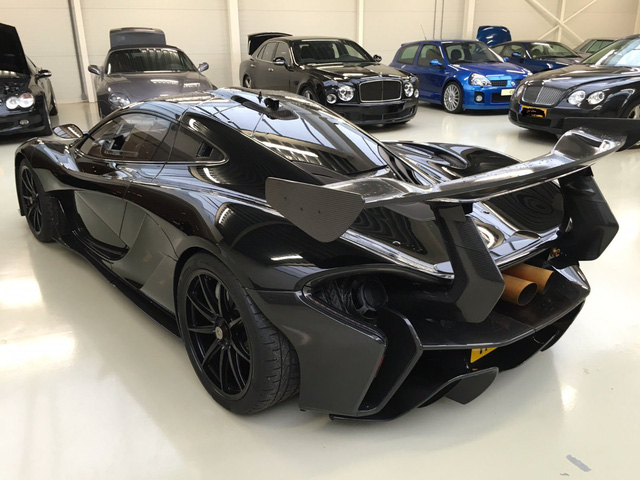 Ngoài bộ cánh đen bóng toàn thân, chiếc P1 GTR còn có những điểm nhấn của nhiều chi tiết bằng chất liệu sợi carbon ở ngoại thất.