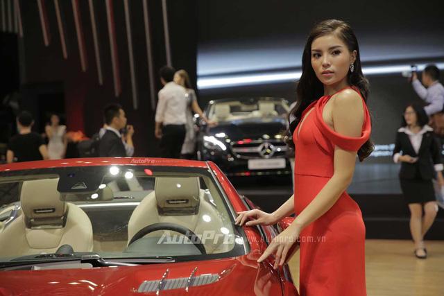 Mercedes-Benz gây choáng ngợp VIMS 2016 bằng dàn xe hot và nhan sắc Hoa hậu Kỳ Duyên - Ảnh 2.