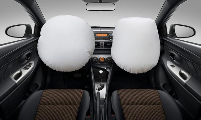 Toyota Yaris 2016 vẫn chỉ được trang bị 2 túi khí tiêu chuẩn.