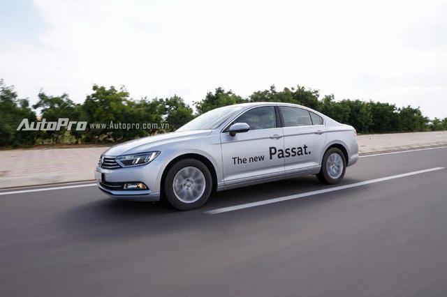 Volkswagen Passat 2016 êm ái và mạnh mẽ.