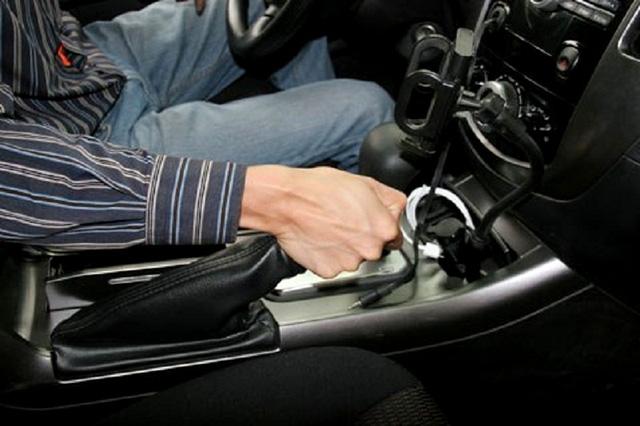 10 thói quen xấu gây hư hại cho ô tô - Ảnh 1.