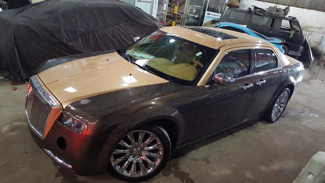 Chrysler 300C Heritage Edition lên dáng Rolls-Royce Phantom của thợ Việt đã gần hoàn thành.