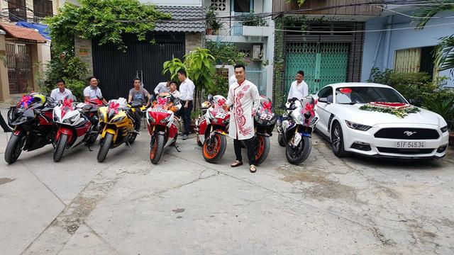 Đoàn mô tô phân khối lớn gồm có 4 chiếc Honda CBR1000RR, cặp đôi BMW S1000RR và chiếc còn lại là Yamaha R6 trong bộ áo vàng nổi bật.