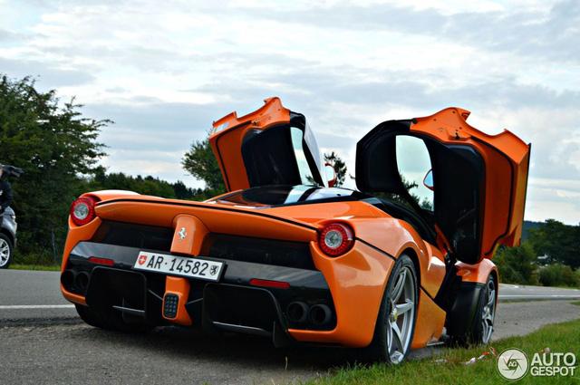 Siêu ngựa triệu USD Ferrari LaFerrari màu độc xuất hiện tại Đức - Ảnh 9.