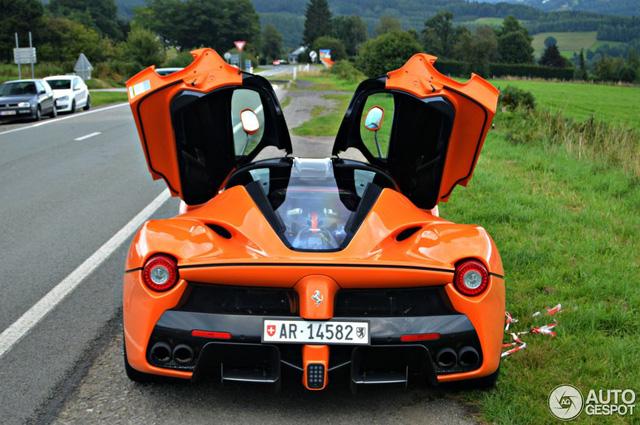 Siêu ngựa triệu USD Ferrari LaFerrari màu độc xuất hiện tại Đức - Ảnh 8.