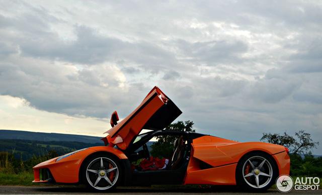 Siêu ngựa triệu USD Ferrari LaFerrari màu độc xuất hiện tại Đức - Ảnh 10.