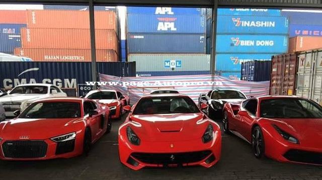 Lô hàng siêu xe và xe siêu sang xuất hiện tại cảng VICT, Tp.HCM để phục vụ cho các đại gia Việt.