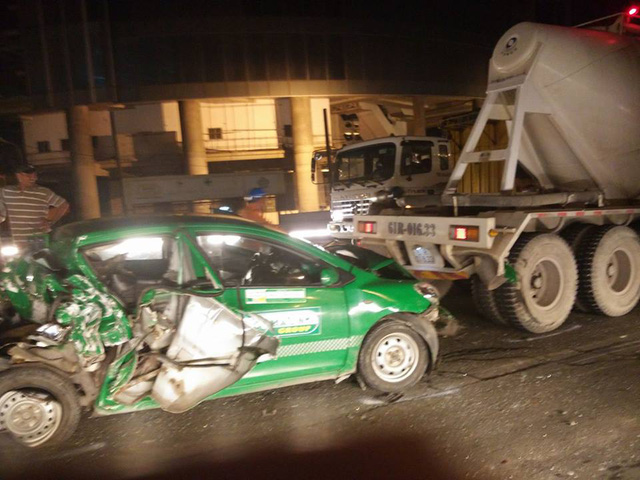 Vụ tai nạn xảy ra vào lúc rạng sáng ngày 2/11, khiến nhiều người chứng kiến không khỏi hãi hùng.