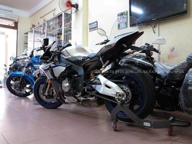 Yamaha YZF-R1M là phiên bản sản xuất giới hạn của chiếc R1 thế hệ mới và được xem như đối thủ trực tiếp của Kawasaki H2.