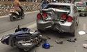 Hà Nội: Xe ga Honda Airblade đâm bẹp dúm đuôi ô tô Civic
