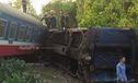 Tàu hỏa đâm xe tải tại Thừa Thiên - Huế, ít nhất 3 người tử vong