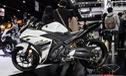 Cận cảnh Yamaha R3 2017 màu trắng và đen nhám mới tại Đông Nam Á