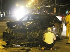Xế sang đâm đối đầu xe taxi trên phố giữa đêm khuya