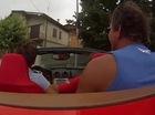 Ba cậu trai trẻ phấn khích phá hỏng Ferrari California
