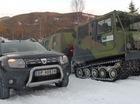 SUV giá rẻ đánh bại xe quân sự chạy trên tuyết chuyên dụng
