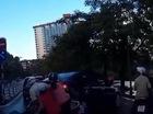 Lùi xe không quan sát, tài xế nữ đâm chồng ba xe máy