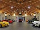 Dinh thự phong cách Ferrari chuyên dùng để khoe siêu xe
