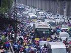 Các ngả đường Hà Nội hỗn loạn trong mưa lớn