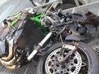 Siêu môtô Kawasaki Ninja H2 đầu tiên gặp nạn vỡ tan đầu xe