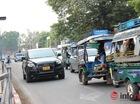 Xe đắt tiền, biển đẹp ở Lào... chỉ là đồ bình dân