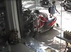 Kẻ gian ăn trộm xe ga chỉ trong nháy mắt tại Hà Nội