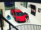 """Tình cũ Rihanna nhận siêu xe Lamborghini Aventador SV """"đập hộp"""""""