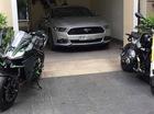 """Ford Mustang 2015 thứ hai tại Việt Nam về một nhà với cặp mô tô """"khủng"""""""
