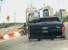 """Vụ tài xế Ford Ranger xông phi như phim chưởng lên """"báo tây"""""""