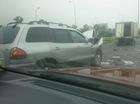 Hà Nội: Húc vào đuôi ô tô tải, Hyundai Santa Fe Gold nát bét đầu